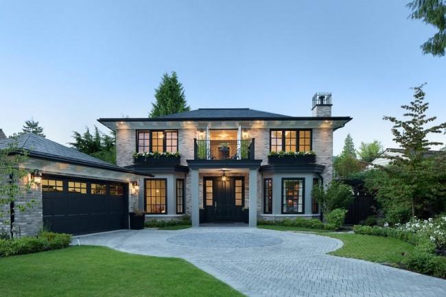 Кирпичный дом с отдельностоящим гаражом