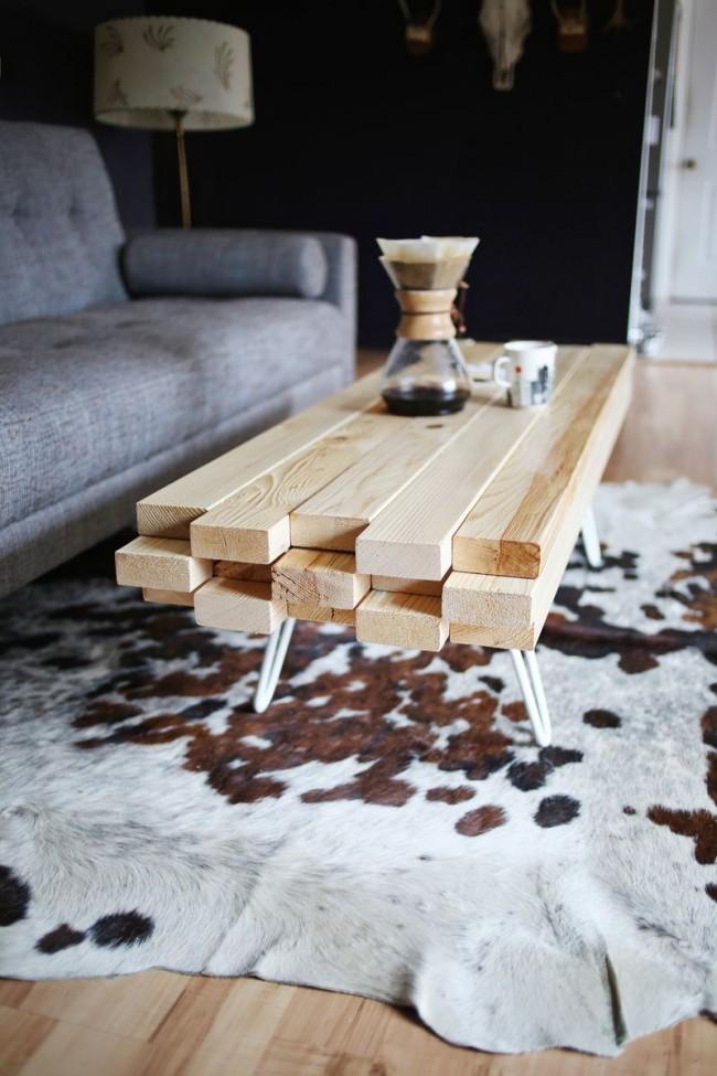 """""""Сырые"""" деревянные доски - хороший материал для столика, декорирующего гостиную в скандинавском стиле"""