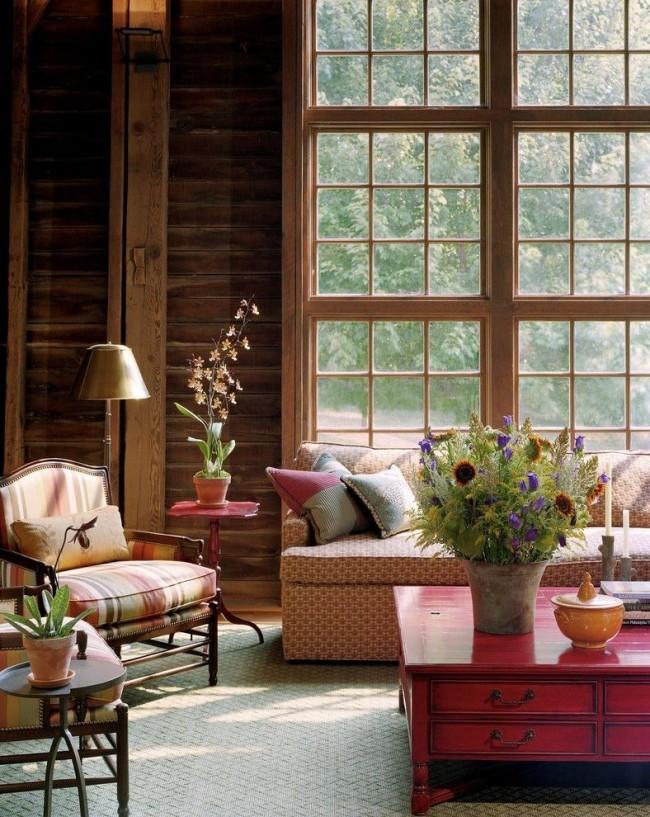 Отреставрированный или искусственно состаренный кофейный столик - лучший выбор для гостиной в стиле шебби шик, винтаж либо кантри