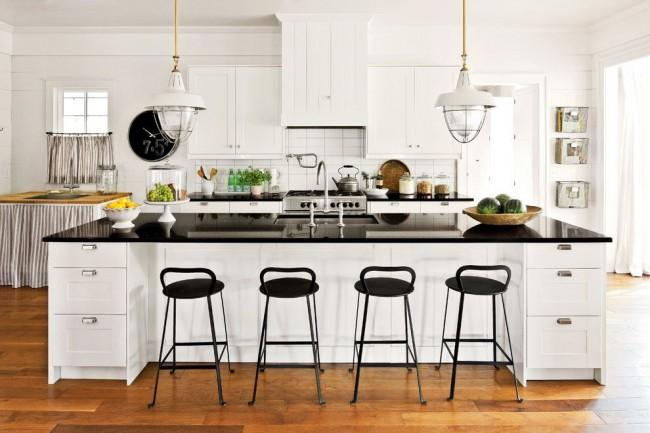 Стильная черно-белая кухня в стиле кантри