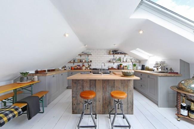 Кухня в стиле лофт с небольшой островной зоной в центре
