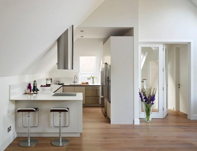 Всегда подходящий вариант для обустройства квартиры-студии: барная стойка, разграничивающая кухню и гостиную