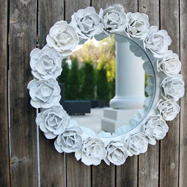 Эксклюзивный декор зеркала цветами из плотной бумаги