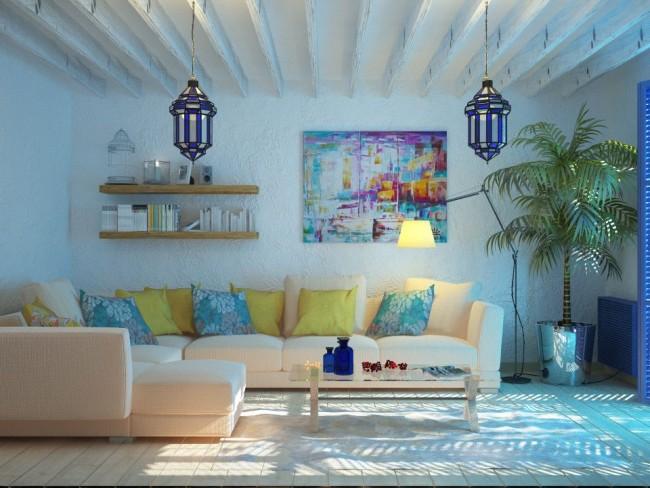 Деревянный балки, шероховатые белые стены и светлый деревянный пол в греческом интерьере