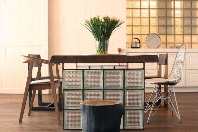 Необычный стол в современном интерьере