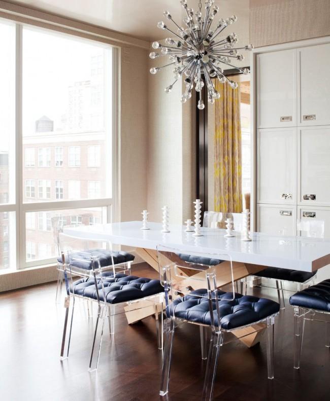Стеклянные мебель прекрасно подойдет для небольших помещений