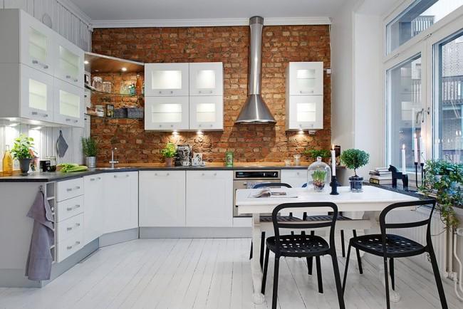Угловые модули получаются глубокими и очень вместительными, а дополнительные места хранения на кухне, как известно, лишними не бывают