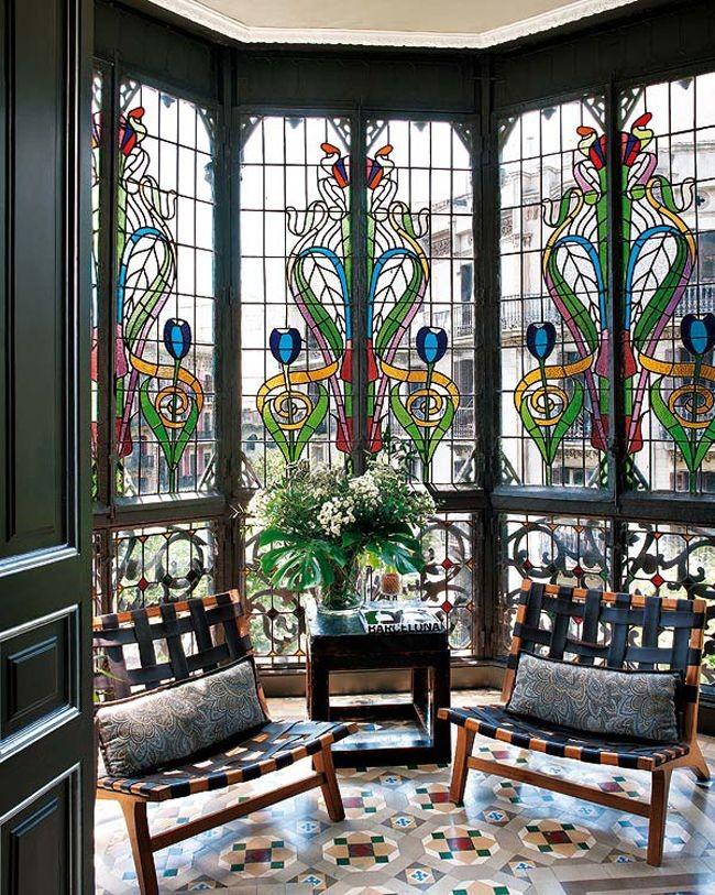 Мансарда, украшенная витражным панорамным остеклением