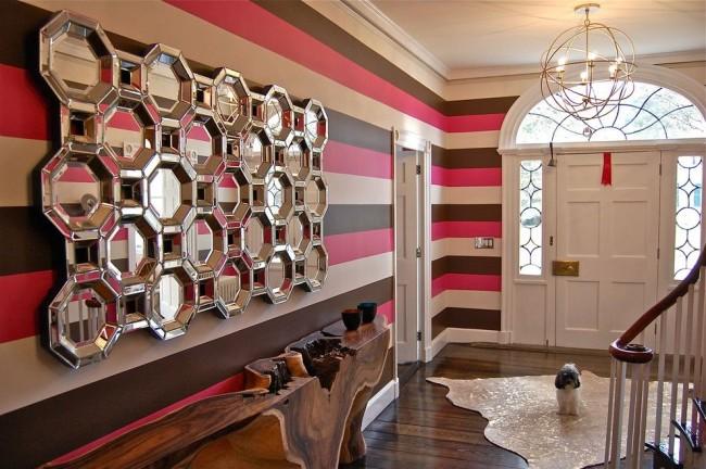 Зеркала и горизонтальные полосы визуально расширят пространство