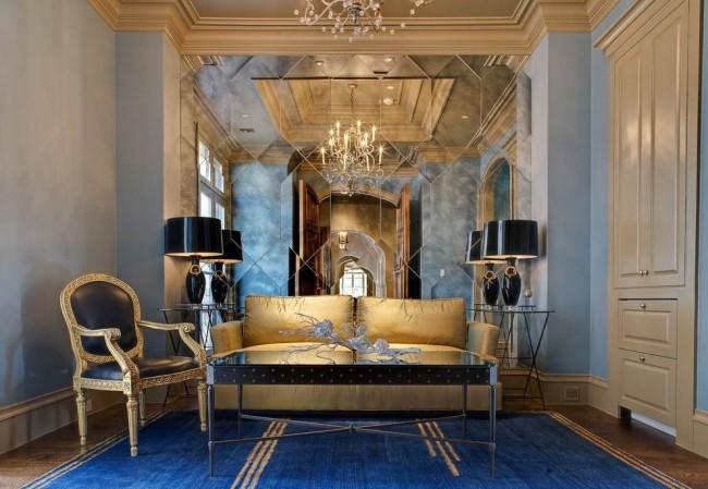 Шикарная гостиная с зеркальной стеной