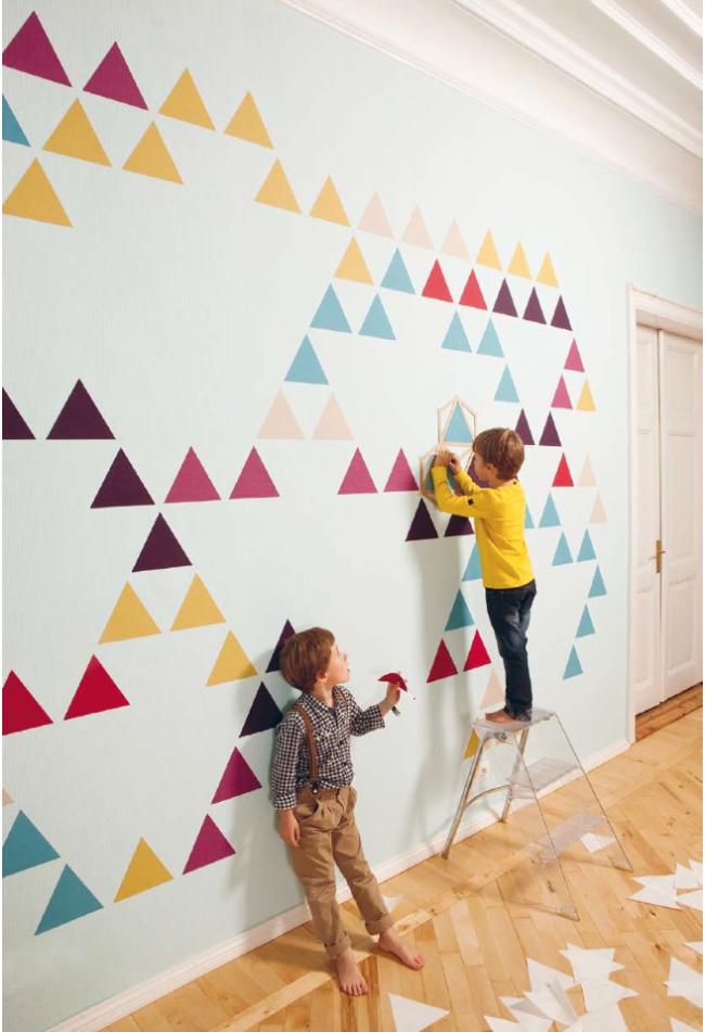 К украшению стены в собственной комнате можно приобщить и маленьких хозяев