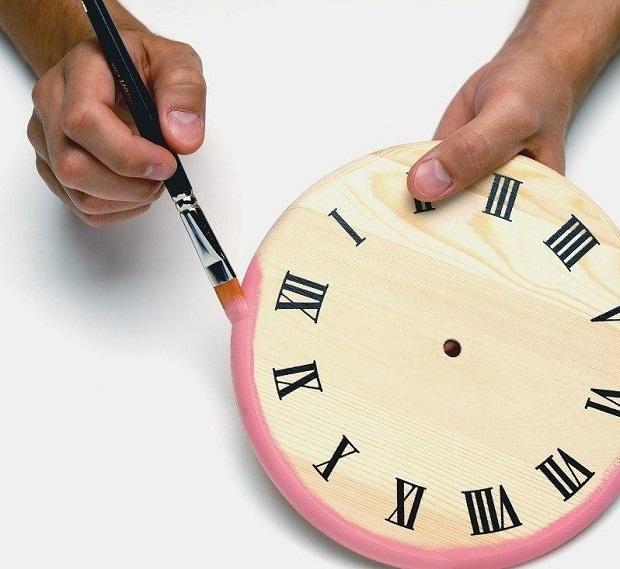 Цвет, способ разметки циферблата и прочее выбираем в зависимости от стиля комнаты и стиля самих часов