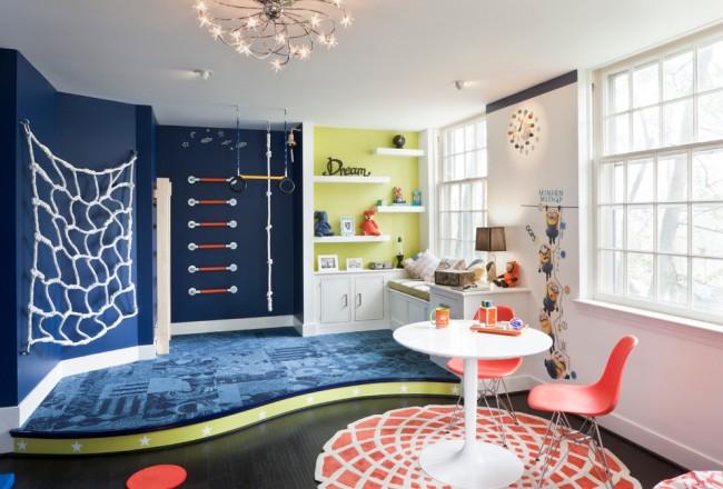 Комната с подиумом для физически активного ребенка