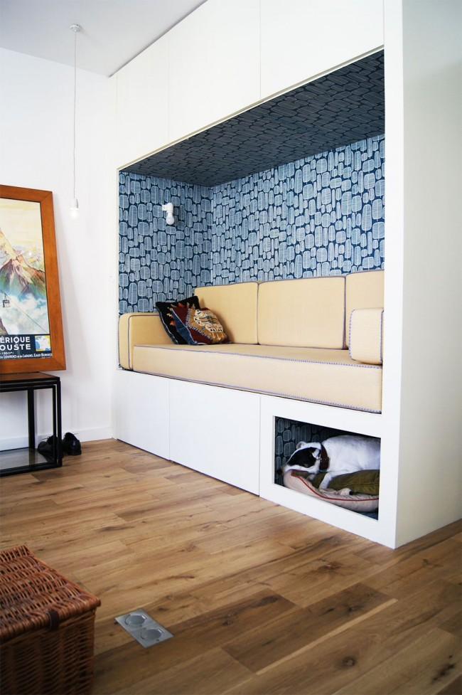 Вместительный шкаф с нишей для сидения. Такой проект (примерный набросок для чертежей - ниже) можно использовать как в прихожей, так и в гостиной. Здесь предусмотрено даже место для четвероногого питомца