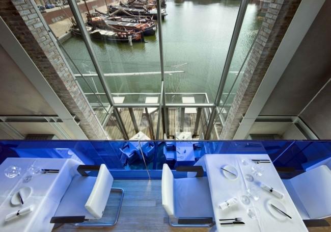 """Ресторан """"Дивинатио"""" в портовом Утрехте расположен в высокой (14 м) башне с небольшой площадью, всего 64 кв. м. Полезная площадь здесь разнесена на четыре уровня, и с каждого из них открывается бесподобный панорамный вид на причал"""