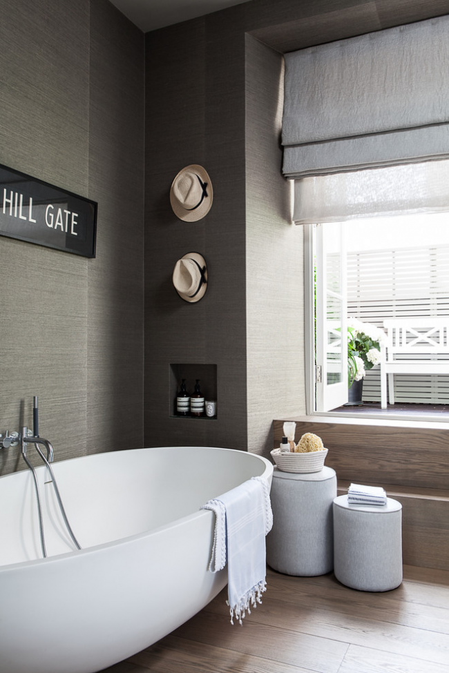 Насыщенно серый цвет жидких обоев в ванной
