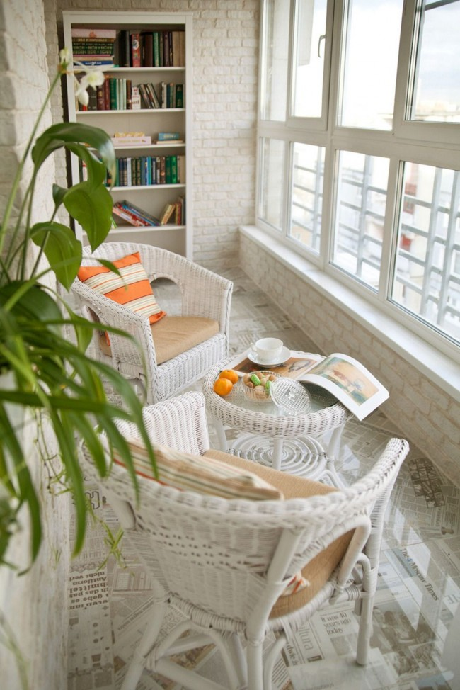 Шикарный теплый балкон в светлых тонах