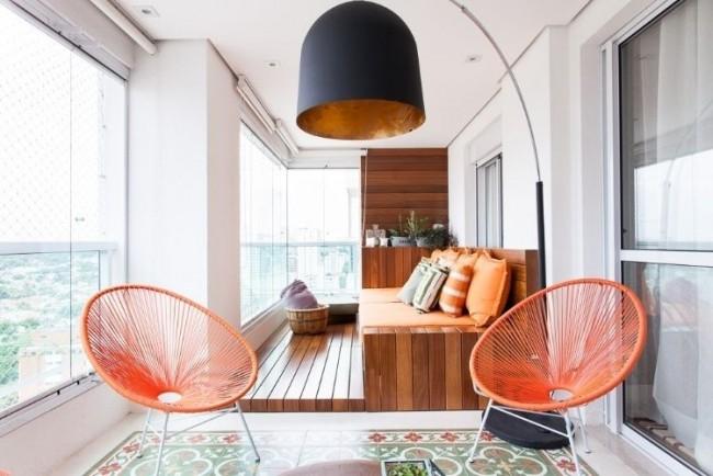 Просторный балкон с элементами стиля фьюжн