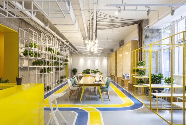 Коворкинг со множеством рабочих пространств разного назначения в бизнес-секции жилого комплекса, Пекин, Китай