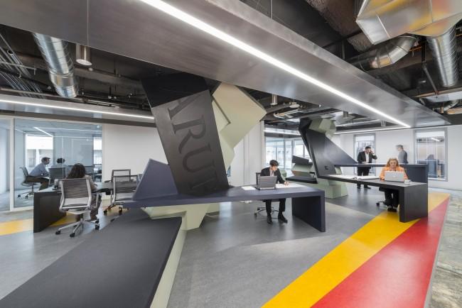 Высокотехнологичный офис архитектурной компании в Лос-Анджелесе, Калифорния, США. Общая площадь помещения - около 230 кв. м (см. планировку помещения ниже)