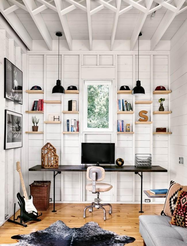 Простой, с элементами стиля кантри в отделке, домашний офис