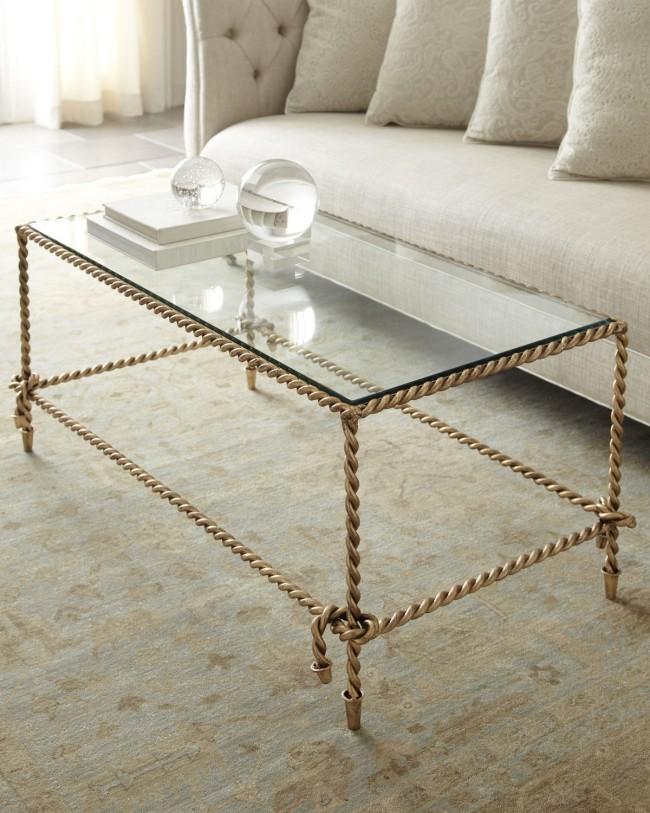 Дизайнерский кофейный стол со стеклянной столешницей и коваными, в виде сплетенных веревок, ножками