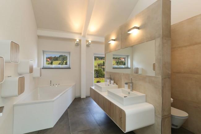Мебель в стиле хай-тек в нейтральной ванной