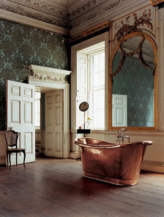 Для стиля рококо, возникшего в начале XVIII в., характерны подчеркнуто изящный, сложный декор, обилие мелкой лепнины со множеством асимметричных деталей, позолоты. Этот стиль очень женственен