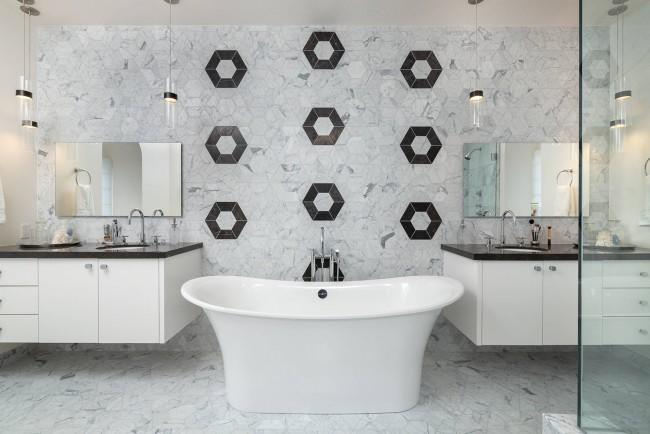 Симметричная композиция современной ванной комнаты