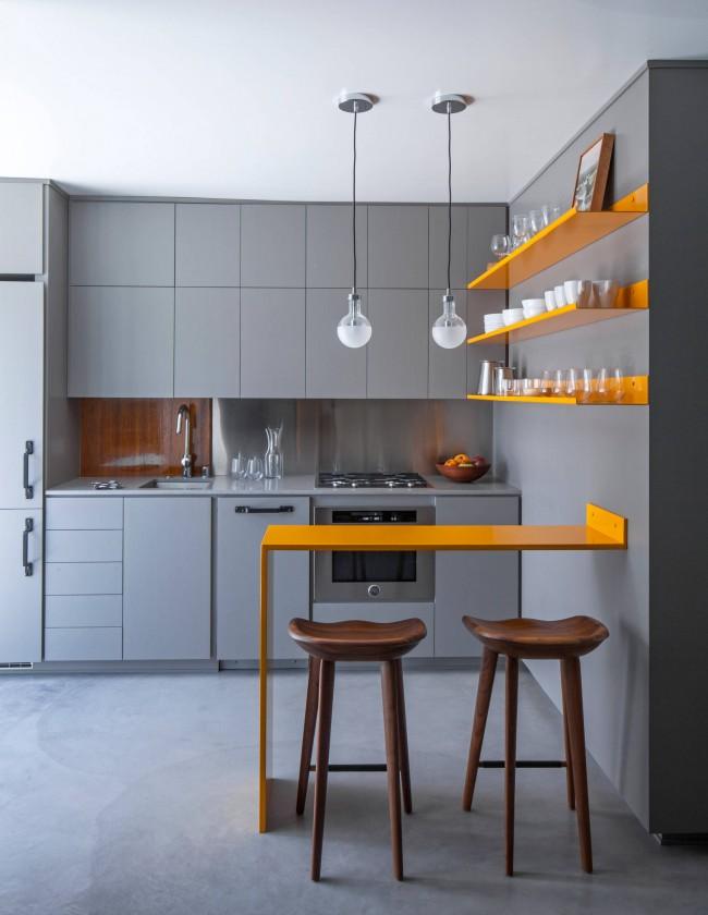 Яркий компактный обеденный столик-барная стойка в кухне квартиры-студии. Минимальная комфортная ширина для такого столика - 40 см