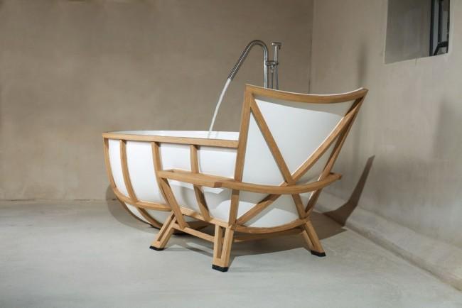 Акриловая ванна с деревянным каркасом