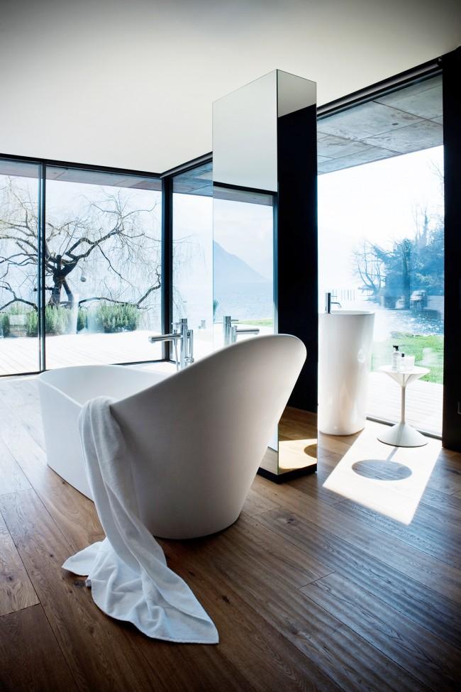 Акриловая ванна с высоким изголовьем в хай-тек дизайне