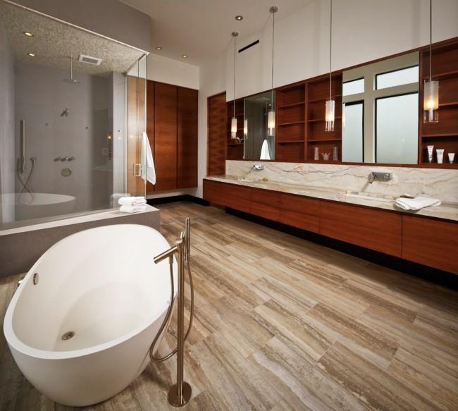 Несмотря на относительную прочность, акриловые ванны боятся ударов острыми предметами