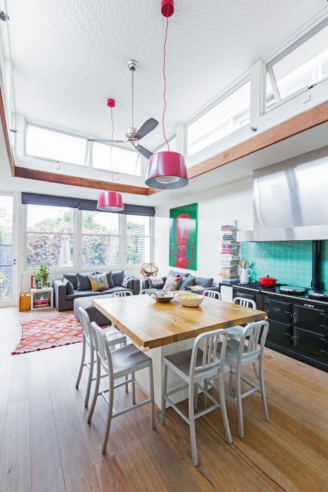 Оклейка потолка кухни фактурными обоями поможет скрыть мелкие дефекты
