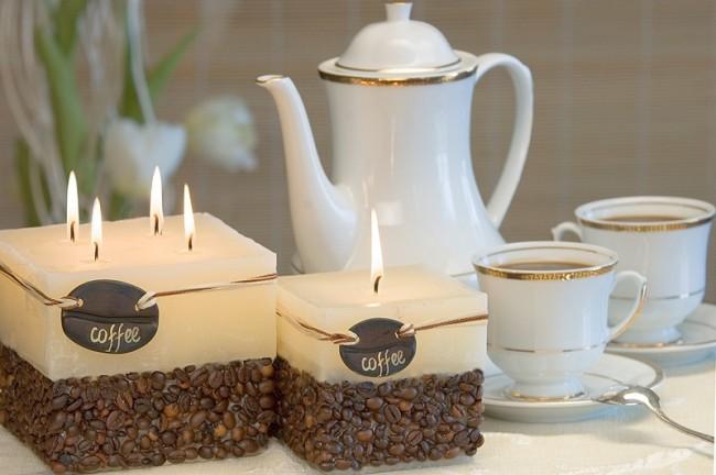 Самодельная свеча, декорированная кофейными зернами