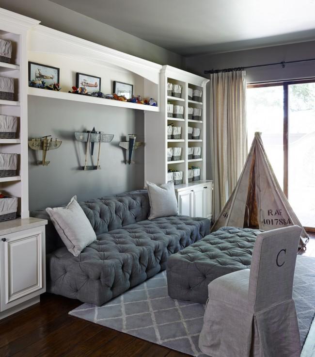 Стильный комплект: серый диван и пуфик для комнаты мальчика младшего школьного возраста