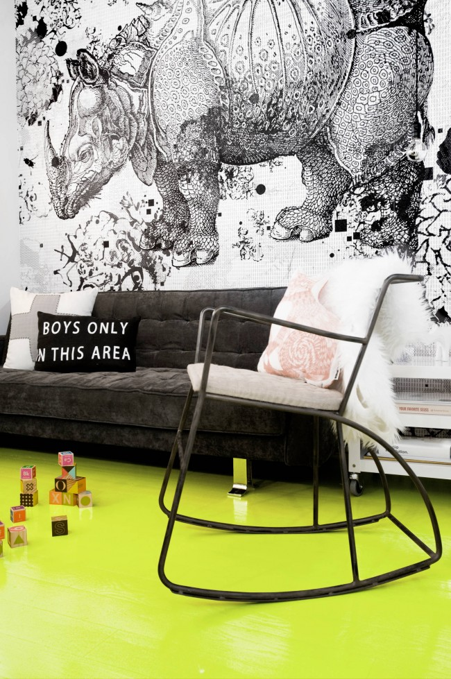 Темно-серый цвет дивана - отличный выбор для комнаты мальчика от 10 лет