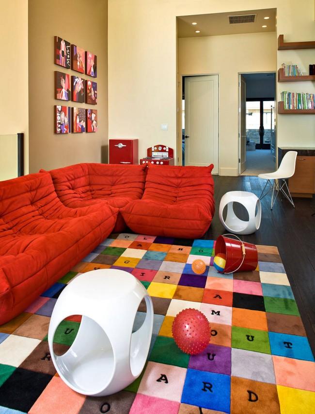 Модульная мягкая мебель для игровой комнаты. Для спального места не подходит, возможно использовать только для короткого дневного сна