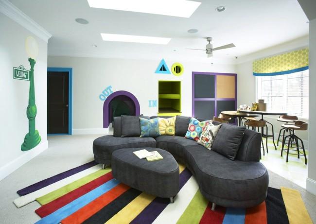 Стильный асимметричный диван для игровой комнаты