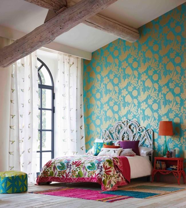 Тканевые и виниловые обои неподражаемо украсят спальню или зону отдыха переливами своего рисунка