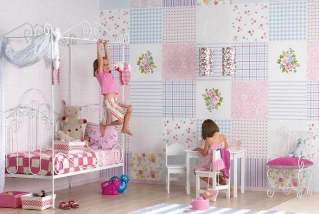 В детской комнате можно клеить бумажные обои, они более дешевые и чаще всего меняются