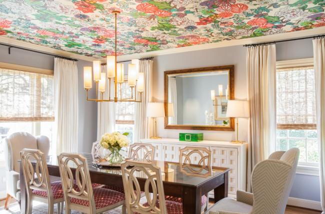 Оклейка потолка виниловыми обоями