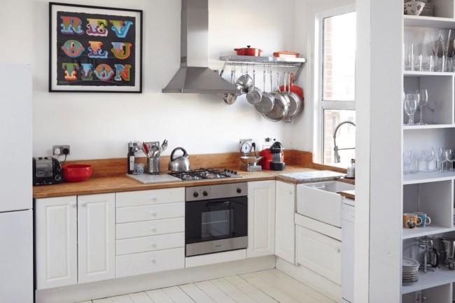 Кухонные рейлинги позволяют заметно экономить пространство, а так же помогают в процессе приготовления пищи