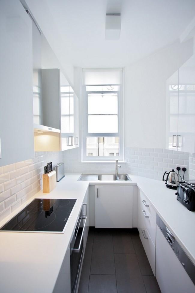 Белый цвет визуально увеличит маленькую узкую кухню