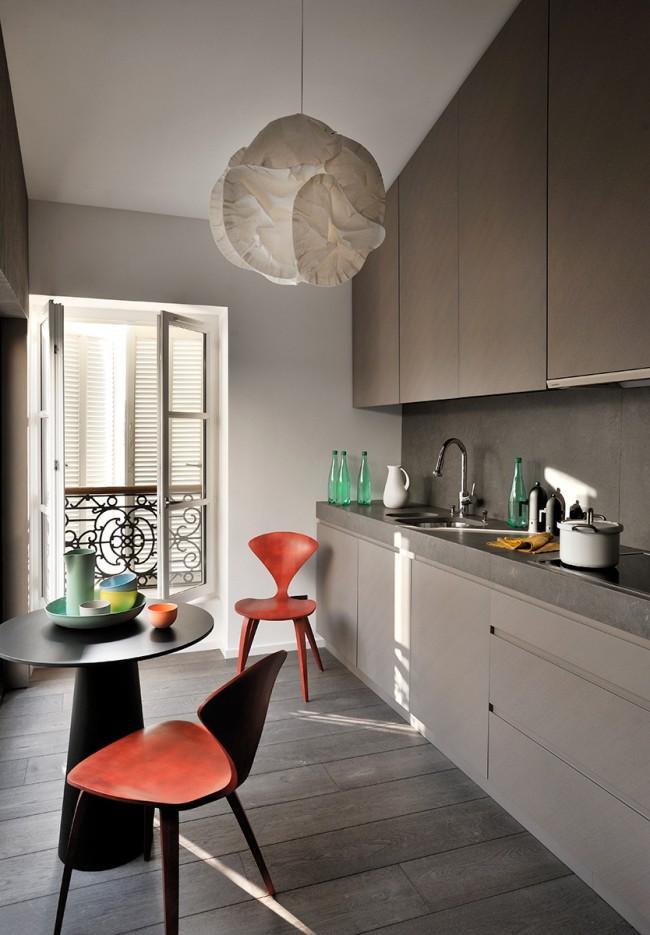 Планировка мебельного гарнитура в одну линию будет оптимальным решением для небольшой кухни. Так вполне можно уместить круглый столик на двоих для завтраков