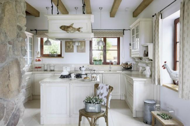 """Атмосфера размеренной деревенской жизни в стиле оформления кухни: простота и """"выбеленные временем"""" краски"""