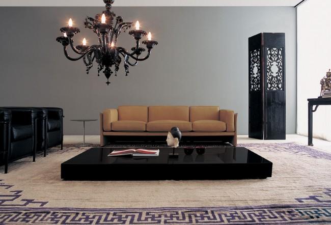 Изящная люстра в тон с мебелью