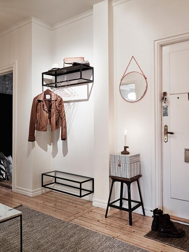 Заменить громоздкий шкаф в прихожей помогут настенные полочки, как для вещей, так и для обуви