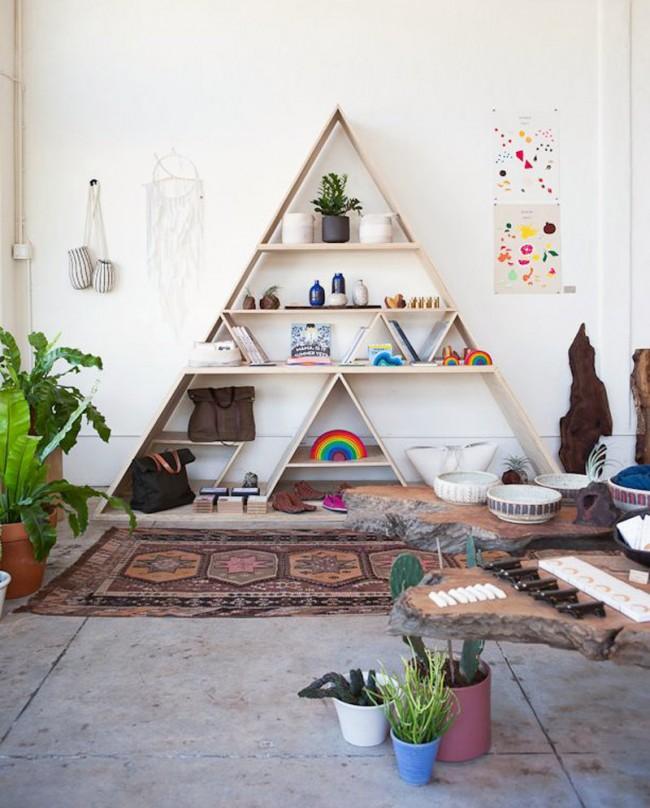 Треугольная полка для книг и вещей