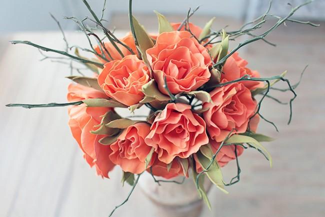 Великолепный букет искусственных роз